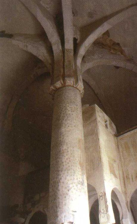 Columna central en forma de palmera