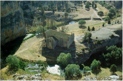 Vista de San Bartolom� de Ucero desde lo alto del ca��n