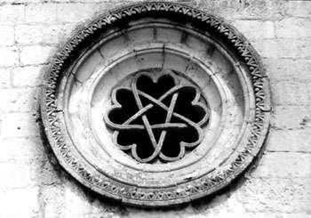 Rosetón de la ermita de San Bartolomé de Ucero